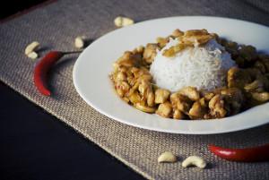 Cashewkyckling med ris