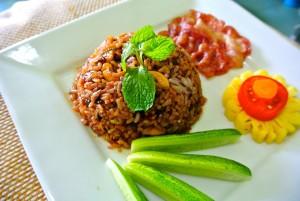 Maträtt med stekt råris