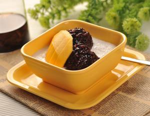 Dessert med svart ris och mango