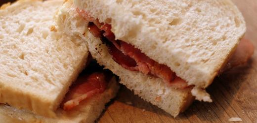 Baconsmörgås med vitt bröd